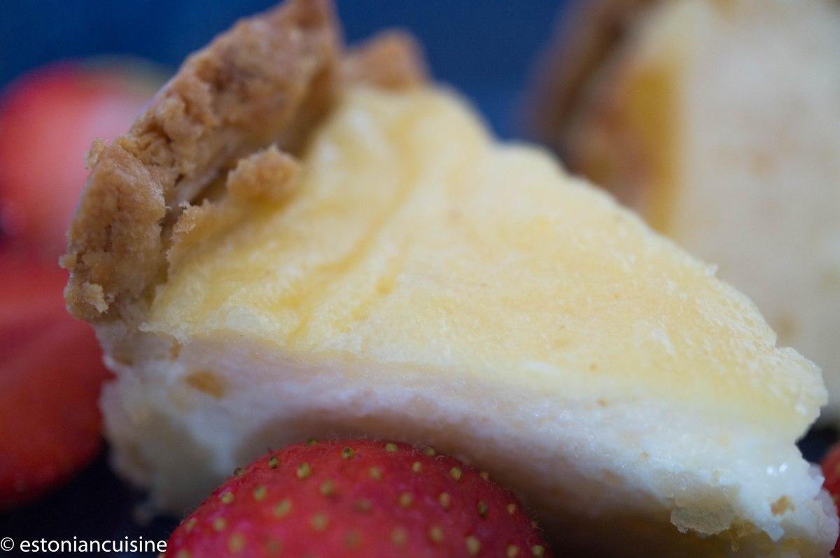 Semolina and Quark Cake. Manna-kohupiimakook naistepäevaks