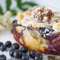 Blueberry Crunch Pie with grilled Meadowsweet